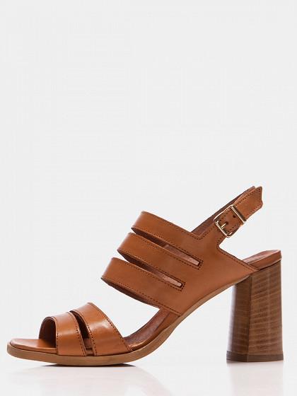 Sieviešu augstpapēžu kurpes emozioni